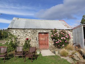 Stone cottage, Legacy Vineyard, Pleinair painting Adventures - Otago